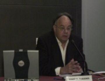 Prop d'una trentena de persones assisteixen a la xerrada de Josep Maria Figueres
