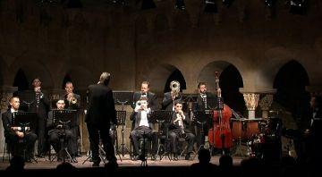 La Cobla Jovenívola de Sabadell reinterpreta la cobla al Claustre del Monestir