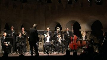La Jovenívola de Sabadell fa ple al claustre en el concert de música per a cobla