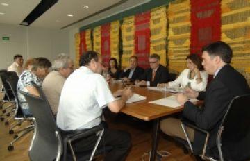 La nova junta directiva de l'Associació de Veïns del Monestir visita l'alcalde