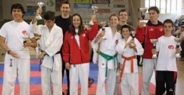 El Club Karate Sant Cugat s'exhibeix al Català amb cinc ors