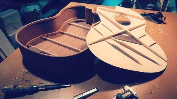 Cartell del monogràfic 'Guitarra i baix: deconstruir i ajustar l'instrument / Foto: La Pua-Oficina Musical