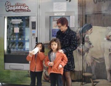 Els valldoreixencs ja disposen del primer punt de distribució de llet fresca del territori
