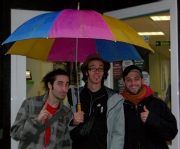 El grup davant els estudis de Ràdio Sant Cugat