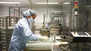 Grifols reforça la seva lluita contra l'Alzheimer amb la compra del 51% de Araclon Biotech