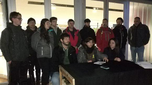 Laura Gené, al centre, acompanyada per Xavi Pellicer i Maria Sirvent en un a roda de premsa l'1 de febrer