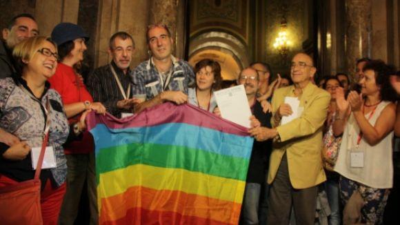 El col·lectiu LGTB celebra al Parlament l'aprovació de la Llei contra l'homofòbia / Foto: ACN