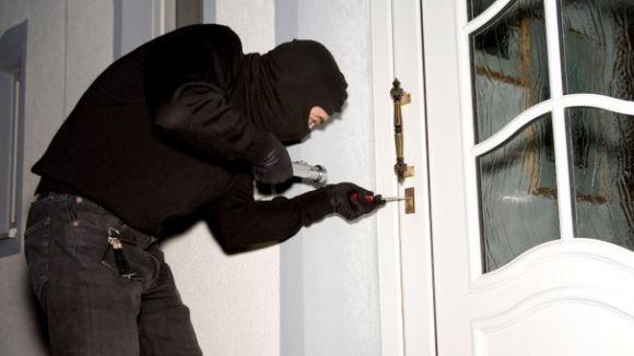 Consells clau per evitar robatoris a casa durant l'estiu