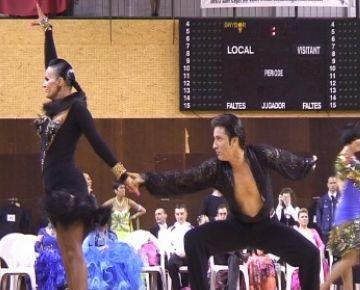 Més de la meitat dels ballarins santcugatencs aconsegueixen pujar al podi en el 17è Trofeu de balls de saló