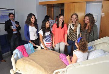 Els nens del Capio HGC reben la visita sorpresa de les Macedònia