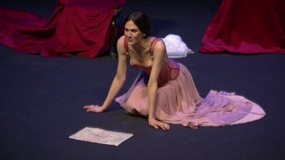 Belén Fabra recorda al públic del Teatre-Auditori la vigència de 'Madame Bovary'