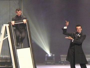 El Mag Lari es guanya els espectadors amb la seva fórmula d'humor àcid i màgia