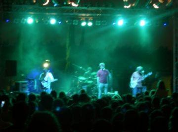 Manel posa les notes musicals a l'aniversari de Promusa davant 3.000 persones