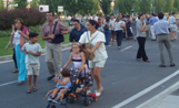 Alguns veïns de Coll Favà han sortit al carrer per manifestar-se