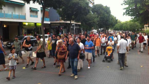 Un centenar de santcugatencs se solidaritzen amb el poble grec