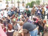 Un centenar de persones s'han manifestat aquest dilluns a la plaça de l'Ajuntament per protestar contra l'aprovació de la modificació del PGM a La Floresta