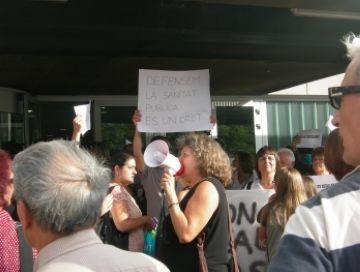 Concentració contra les retallades i polèmica per l'accés de manifestants al ple