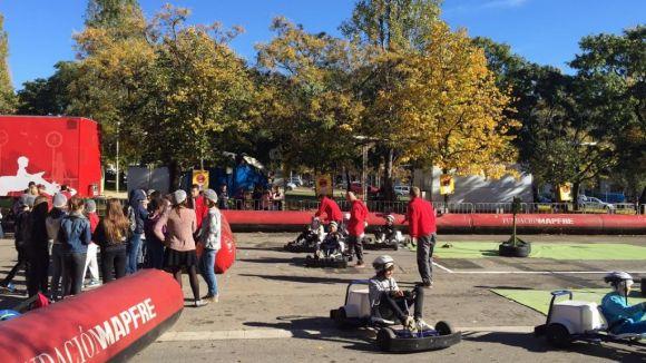 Més de 600 alumnes de Sant Cugat es formen en prevenció d'accidents de trànsit a la Caravana de Mapfre