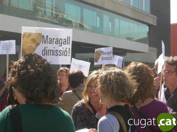 L'oposició a la futura llei d'educació reuneix mig centenar de professors davant de l'ajuntament