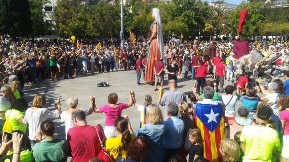 La Marató per la Democràcia aplega més de 1.000 santcugatencs a la plaça d'Octavià