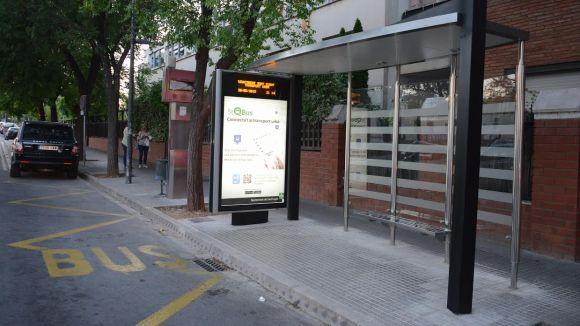 L'Ajuntament instal·la quatre marquesines intel·ligents a les parades de bus