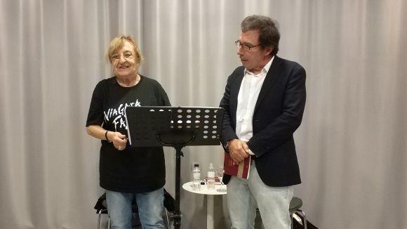 Marta Pessarrodona i Àlex Susanna demostren la seva bona sintonia en l'estrena del cicle 'Poe2ia'