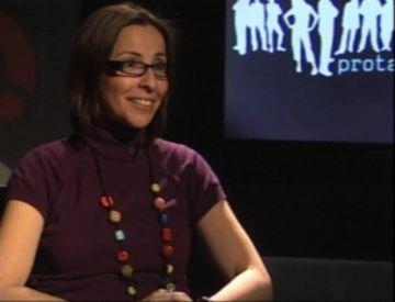 Marta Cailà prepara un llibre que mostra la personalitat de famosos a través de la grafologia