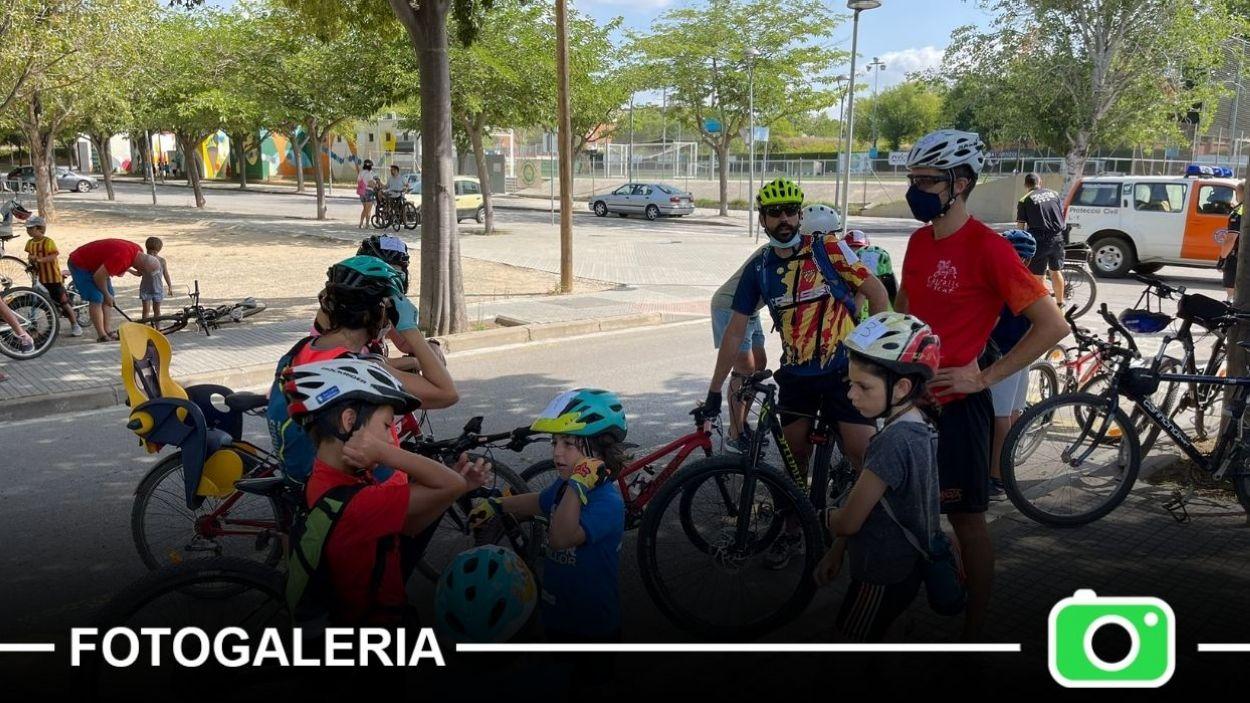 Moments abans de la sortida de la bicicletada a la Festa Major de Mira-sol / Foto: Cugat Mèdia