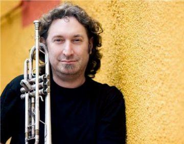 El trompetista santcugatenc Matthew Simon homenatja Miles Davis