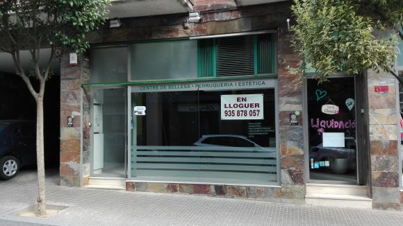 La perruqueria Menfis, de la regidora Mayte Pérez, tanca sense indemnitzar dues treballadores