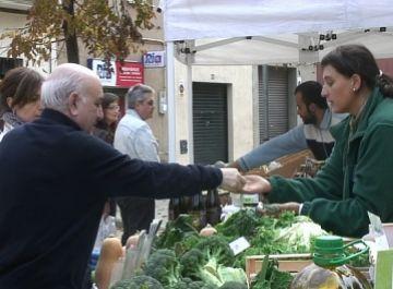 Els pagesos mantenen les vendes tot i el pont de Tots Sants