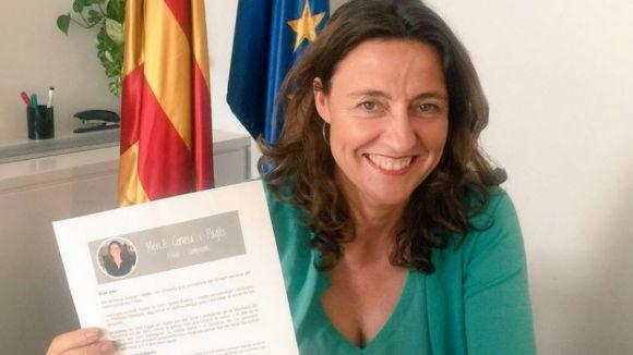 Mercè Conesa amb el document de la candidatura / Foto: Twitter PDC Sant Cugat