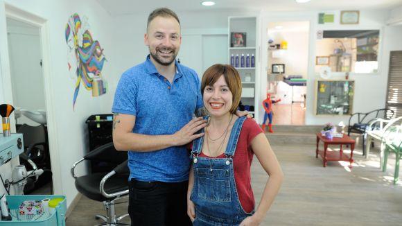 L'Andrea Biasi i el Jaime Vall en rebut un microcrèdit per tirar endavant un negoci a Sant Cugat/ Foto: La Caixa
