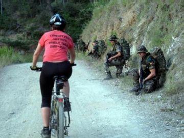 El CASC i la CUP organitzen una marxa antimilitarista per Collserola