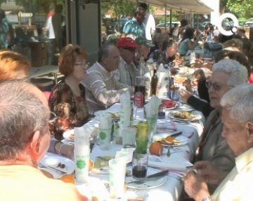 La urbanització, el teatre i la piscina centren de nou la festa reivindicativa dels veïns de Mira-sol