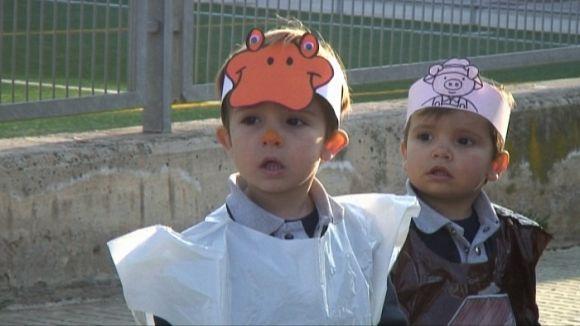 La fantasia del Carnaval infantil s'apodera de Mira-sol