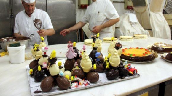 10 pastisseries celebren la mona amb Cugat.cat