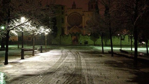 La neu visita la ciutat de matinada per deixar nous paisatges