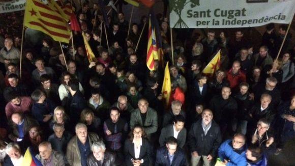 Més de 100 persones fan costat a l'alcaldessa de Berga a la plaça de la Vila de Sant Cugat