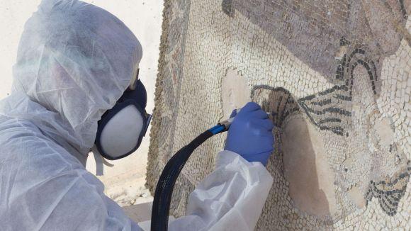 El CRBMC restaura el mosaic de la vil·la romana de Can Pau Birol