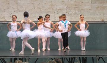 La mostra d'escoles demostra sobre l'escenari el bon estat de salut de la dansa a la ciutat