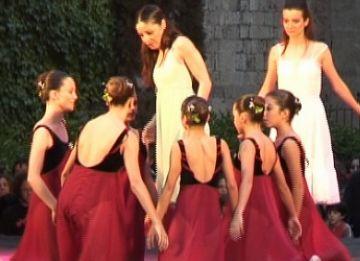 La pluja desafia la dansa i deixa la mostra d'escoles a mitges