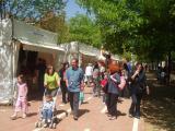 Una quinzena d'entitats omplen l'avinguda Gaudí