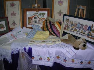 L'exposició recollia només una part de les manualitats que s'han fet els últims 10 anys