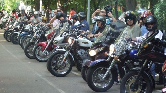 Un centenar de participants a la passejada organitzada pel Moto Club Rat Penats