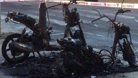 La Policia Local deté l'autor de l'incendi de dues motocicletes
