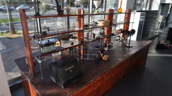 La Farmàcia Volpelleres exposa una part de la història de la farmàcia