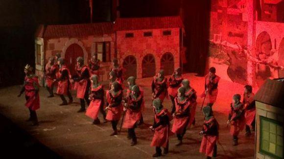 Centenars d'alumnes de La Farga protagonitzen el musical 'Rei Jack'