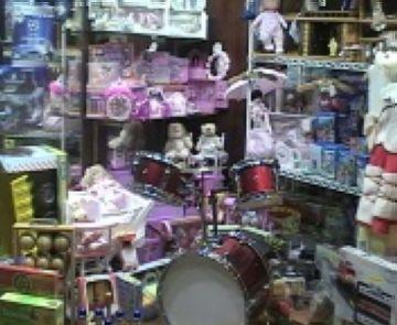 La majoria de les botigues de l'eix comercial obren tot i ser festiu