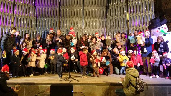 'Nadales al carrer' omple Sant Cugat d'esperit nadalenc en l'estrena de la nova pantalla acústica